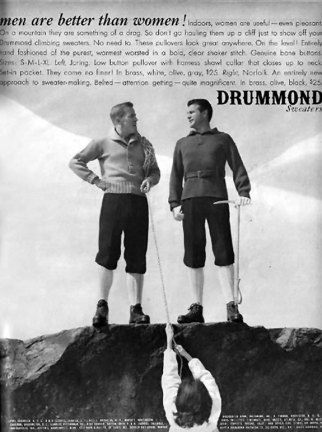 Anúncio dos suéteres Drummond. Homens no topo da montanha e mulher pendurada.
