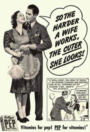 Anúncio das vitaminas Kellog's PEP.  Homem de terno abraça a esposa com avental e espanador.